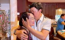 """Nghệ sĩ Bảo Quốc sống giàu sang tại Mỹ: Tuổi 72 vẫn xin vợ """"cho anh hôn em 1 cái nhé"""""""