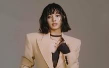 Lisa (Black Pink) lên bìa Vogue với phong cách gợi cảm