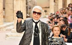 """Nhà thiết kế Chanel qua đời: 20 """"thế giới trong mơ"""" chỉ có thể của Karl Lagerfeld"""