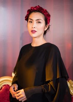 Hà Tăng lộ vóc dáng gày gò dự show NTK La Phạm