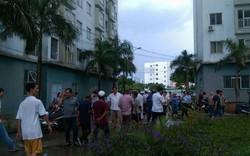 Căn hộ chung cư bốc cháy giữa trời mưa, nhiều người hoảng loạn