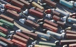 """Chiến tranh thương mại Mỹ -Trung: Bất cập chồng chất """"đừng vội đi trước một mình"""""""