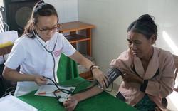 Bệnh viện Trung ương Huế khám, cấp thuốc miễn phí cho hơn 250 bệnh nhân nghèo