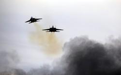 """Nóng: Dải Gaza """"tê liệt"""" trước đòn không kích ném bom của Israel"""