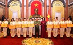 Quyền Chủ tịch nước Đặng Thị Ngọc Thịnh gặp mặt đại biểu Phụ nữ Công an tiêu biểu năm 2017