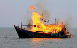 Tàu cá ở Quảng Ngãi phát nổ, 10 ngư dân thương vong