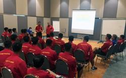 Trước thềm đụng độ U19 Jordan: HLV Hoàng Anh Tuấn làm công tác tư tưởng cho học trò