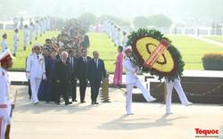 Đoàn đại biểu Quốc hội đặt vòng hoa, vào Lăng viếng Chủ tịch Hồ Chí Minh