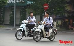 Hà Nội: Học sinh THPT vô tư vi phạm luật giao thông, đi xe phân khối lớn đến trường