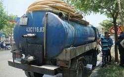 Bắt quả tang tài xế dùng xe hút hầm cầu đổ nhớt thải xuống thẳng cống thoát nước đô thị