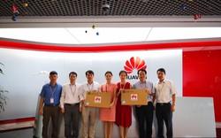 Huawei Việt Nam trao tặng máy tính