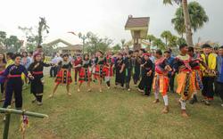 Gần 100 đồng bào của 16 dân tộc tham gia Ngày hội gia đình tại Làng Văn hóa, Du lịch các dân tộc Việt Nam