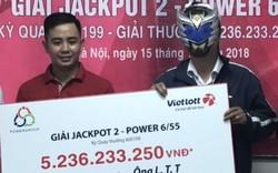 """Một khách hàng Hà Nội sung sướng """"ôm"""" 5,2 tỷ đồng lĩnh thưởng từ Vietlott"""