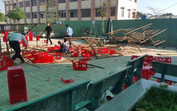 Đang tiến hành lễ kỷ niệm ngày 20/11, giàn giáo sập khiến nhiều học sinh bị thương