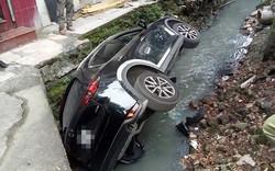 Hiện trường vụ ô tô rơi xuống mương hẹp, dân mạng chăm chú tìm nữ tài xế