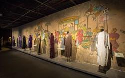 Thưởng lãm hơn 40 hiện vật áo dài Việt Nam qua các thời kỳ lịch sử với những nhân vật nổi tiếng