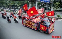 """CĐV """"đốt nóng"""" không khí bóng đá trước giờ khai màn trận đấu Việt Nam vs Campuchia tại AFF Cup 2018"""