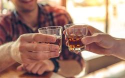 Vì sao hay bị nghẹt mũi khi uống rượu bia?