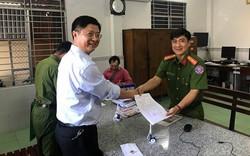 Phó chủ tịch TP Cần Thơ tới công an trả lại nhẫn vàng cho người mất