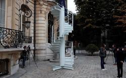 Đoạn cầu thang cũ của tháp Eiffel được bán gần 4,5 tỷ đồng, gấp 3 ước tính ban đầu