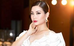 Á hậu Diễm Trang ăn khoai lang làm MC sự kiện