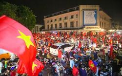 Hà Nội không thiếu địa điểm để có thể cổ vũ cho Đội tuyển Quốc gia Việt Nam mà vẫn có những màn selfie cực chất