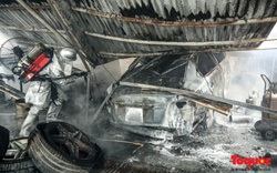 Toàn cảnh hiện trường vụ cháy xưởng sửa chữa ô tô, sau trụ sở Liên đoàn bóng đá Việt Nam