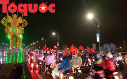 Hình ảnh người dân ở Đà Nẵng thâu đêm mừng đội tuyển Việt Nam vô địch AFF Cup 2018