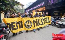 Ultra Malaysia diễu hành dương oai khắp Hà Nội, tiến về