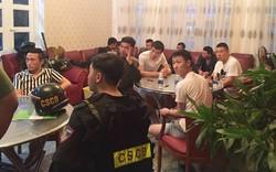 100 cảnh sát triệt phá nhóm người Trung Quốc làm thẻ ngân hàng giả, đánh bạc qua mạng