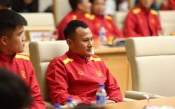 Dù chấn thương, Trọng Hoàng vẫn được HLV Park giữ lại đội hình