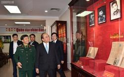 Thủ tướng Nguyễn Xuân Phúc thăm báo Quân đội nhân dân