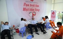 Hàng trăm cán bộ, công nhân viên EVNCPC hiến máu cứu người