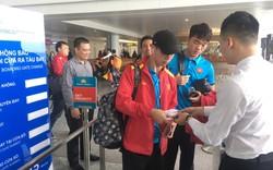 Hình ảnh đội tuyển Việt Nam tại sân bay Nội Bài trước giờ sang Qatar tập huấn