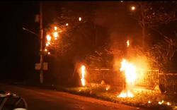 Ba trụ điện cháy rực trong đêm, 1.000 hộ dân mất điện