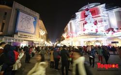 Hàng ngàn người đổ về phố đi bộ chờ xem Countdown 2019