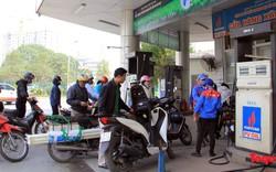 Giá xăng giảm mạnh, cổ động viên tha hồ đổ xăng đi cổ vũ đội tuyển Việt Nam