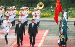 Thủ tướng Chính phủ Nguyễn Xuân Phúc chủ trì lễ đón chính thức Thủ tướng Campuchia Samdech Hun Sen