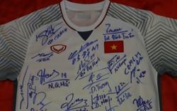 Bóng, áo đấu đội tuyển Việt Nam tặng Thủ tướng sẽ có giá khởi điểm 15 tỉ đồng