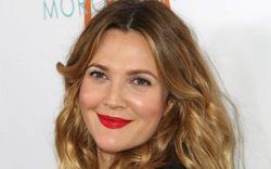 Diễn viên đình đám Drew Barrymore lí giải nguyên nhân không phẫu thuật thẩm mỹ