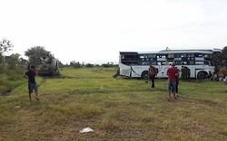 Dân đập cửa kính cứu hành khách mắc kẹt trong xe giường nằm sau tai nạn