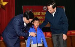 Phó Thủ tướng Vương Đình Huệ tặng quà Tết người có công, hộ nghèo tại Bắc Giang