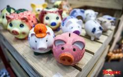 """Chiêm ngưỡng gần 2.000 chú """"Lợn sung túc"""" của nhà sử học Dương Trung Quốc"""