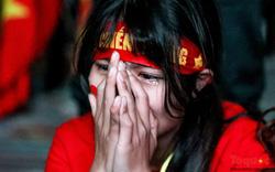 Hình ảnh CĐV khóc nức nở khi ĐT Việt Nam dừng chân đầy tiếc nuối ở tứ kết Asian cup 2019