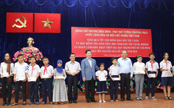 Phó Thủ tướng Trương Hòa Bình thăm, tặng quà Tết cho đồng bào dân tộc Chăm
