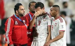 Những hình ảnh xấu xí từ cầu thủ đến fan UAE,
