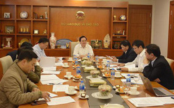 Chủ tịch Hội đồng Giáo sư Nhà nước Phùng Xuân Nhạ chủ trì phiên họp thứ nhất