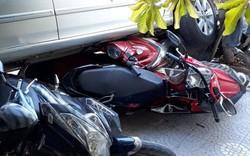 Quý bà lùi xế hộp cuốn nhiều xe máy vào gầm ở Sài Gòn