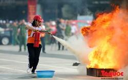 Hà Nội: Hàng trăm người dân Thủ đô tham gia hội thi chữa cháy, cứu tài sản
