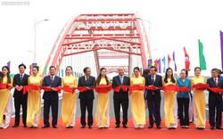 Thủ tướng cắt băng thông xe cây cầu có kiến trúc độc đáo từ ý tưởng